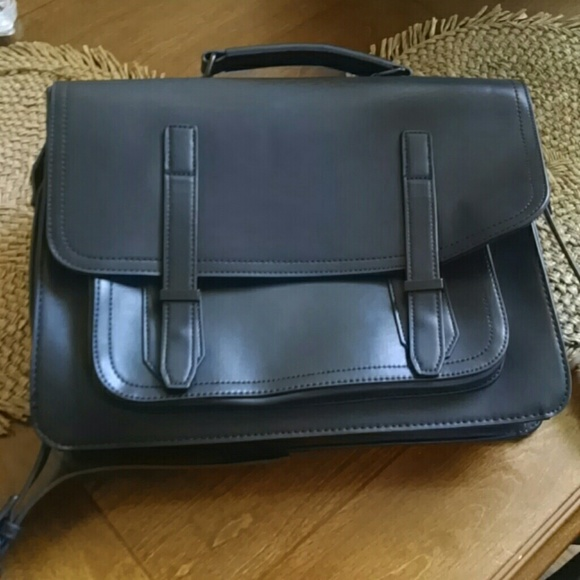 c574af8a5ed Aldo Other - Totally trendy leather briefcase